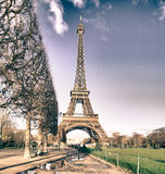 Vue de Tour Eiffel de Champs de Mars Gardens Photos stock