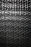 Vue de travail tissé des bandes artificielles de rotin Photo libre de droits