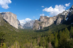 Vue de tunnel de vallée de Yosemite images libres de droits
