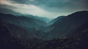 Vue de vallée de barot himachal image stock