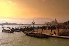 vue de Venise de coucher du soleil de san de place de marco de gondoles Photos stock