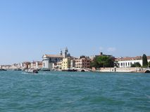 Vue de Venise, de l'Italie et de son autre architecture du canal grand, temps clair photos libres de droits