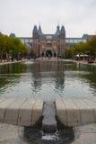 Vue de verticale de parc et de piscine de Rijksmuseum Image stock