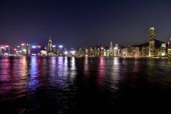 Vue de Victoria Harbour Hong Kong Night image stock