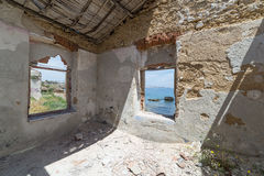 Vue de vieille maison de région de Marine Protected de Plemmirio dans Syr photographie stock libre de droits