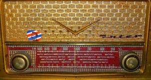 Vue de vieille radio d'or image stock