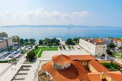 Vue de vieille ville de Zadar avec la mer Images libres de droits