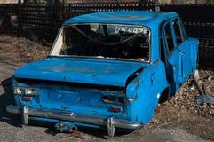 Vue de vieille voiture sur des camions à benne basculante, Baltiysk, Russie Photo stock
