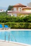 Vue de villa de poolside Image libre de droits