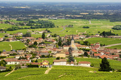 Vue de village de Fleurie et de vignobles, Beaujolais, France Photo stock