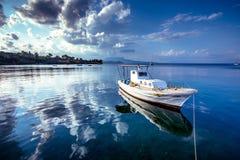 Vue de village de pêche traditionnel de Koroni, Grèce photo libre de droits