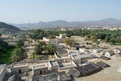 Vue de ville antique avec des maisons et des palmiers à partir du dessus de la colline Image stock
