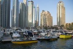 Vue de ville avec la marina Images libres de droits
