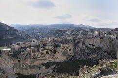 Vue de ville chez Cappadocia avec de vieilles maisons sur les roches photo libre de droits