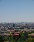 Vue de ville d'Ankara avec la mosquée et les montagnes de cami de Kocatepe Images libres de droits