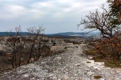 Vue de ville d'Eski-Kermen en Crimée Image stock