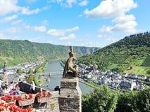 Vue de ville de Cochem de château impérial, Allemagne photographie stock