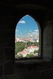 Vue de ville de fenêtre de château Photo stock