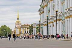 Vue de ville de St Petersburg, Russie Musée d'ermitage Image libre de droits