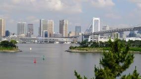 Vue de ville de Tokyo et pont en arc-en-ciel Image stock