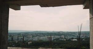 Vue de ville de dessus de toit du bâtiment sur la construction clips vidéos