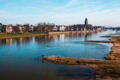Vue de ville de Deventer à la rivière l'IJssel photo stock