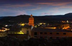 Vue de ville espagnole au crépuscule Utrillas images libres de droits