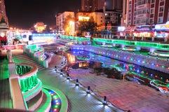 Vue de ville et de rue de nuit de Harbin Chine Photos libres de droits