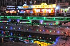 Vue de ville et de rue de nuit de Harbin Chine photos stock