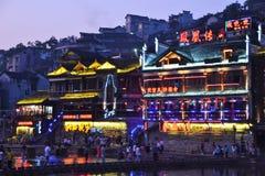 Vue de ville et de rue de nuit de Harbin Chine Images stock
