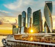 Vue de ville de Moscou de centre d'affaires de Moscou et d'embarcation de plaisance internationales, Russie photographie stock libre de droits