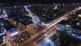 Vue de ville de nuit à partir du dessus timelapse de и de hyperlapse banque de vidéos