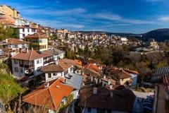 Vue de ville de Veliko Tarnovo en automne image libre de droits