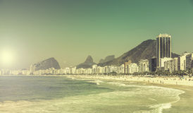 Vue de vintage de plage de Copacabana en Rio de Janeiro photo libre de droits