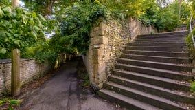Vue de voie et étapes à l'extrémité de la ruelle d'église à Bradford photo libre de droits