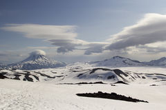 Vue de volcan de Gorely sur le volcan de Vilyuchinsky Le Kamtchatka, RU photos stock