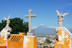 Vue de volcan de Popocatepetl de Cholula Photos stock