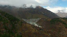 Vue de voyage de basecamp d'Everest - vue de Khumjung clips vidéos