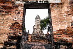 Vue de Wat Ratchaburana qui est le temple bouddhiste antique en parc historique d'Ayutthaya, province d'Ayutthaya, Thaïlande images stock