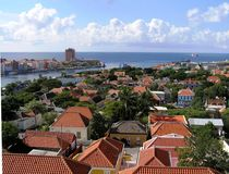 Vue de Willemstad, la capitale de l'île du Curaçao photos stock