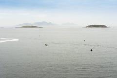 Vue des îles de Cies de la côte Image stock