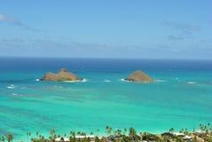 Vue des îles de Mokolua, plage Oahu de Lanikai Images stock