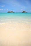 Vue des îles de Mokolua, plage Oahu de Lanikai Photographie stock libre de droits