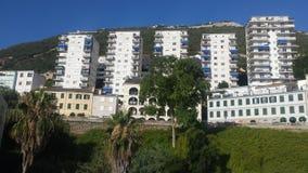 Vue des appartements au Gibraltar, territoire d'outre-mer BRITANNIQUE photographie stock libre de droits