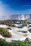 Vue des automnes de renommée mondiale d'Iguazu Cataratas Image stock