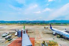 Vue des avions d'aéroport de Songshan Photo stock