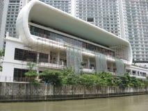Vue des b?timents modernes le long de la rivi?re de Pasig, Manille, Philippines images libres de droits