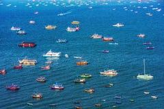 Vue des bateaux en mer Image stock