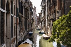 Vue des bateaux sur le canal Images stock