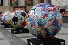 Vue des boules peintes réglées dans la rangée Zone de fan du Mexique pendant à la coupe du monde de la FIFA Russie 2018 Photo cou Photos libres de droits